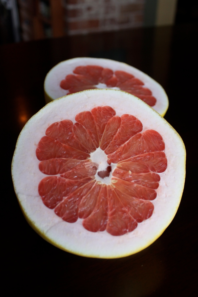 Cut open pomelo