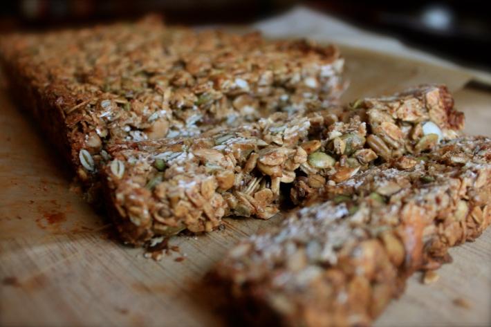 nutty grain & oat bar close up